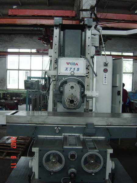 Weida X715 bed mill with head in horizontal position
